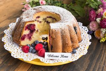 Welcome home card on cake
