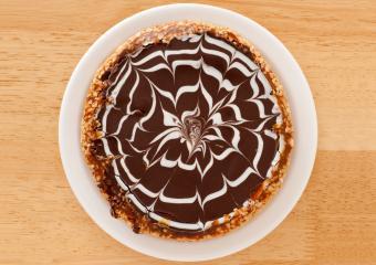 https://cf.ltkcdn.net/cake-decorating/images/slide/232400-850x600-chocolate-swirl-cake.jpg