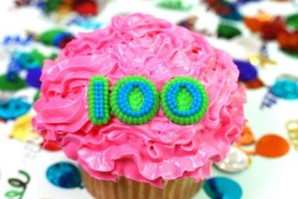 Cupcake with 100 on it; © Danny Hooks at Dreamstime.com
