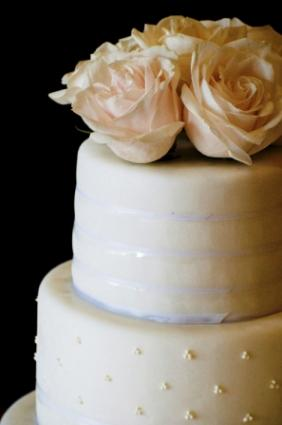 fondant icing wedding cake fondant icing recipe lovetoknow 14370