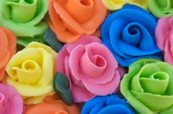 Roses made from buttercream frosting Source. Flowers make an elegant decoration ... & How to Make Icing Roses for a Cake