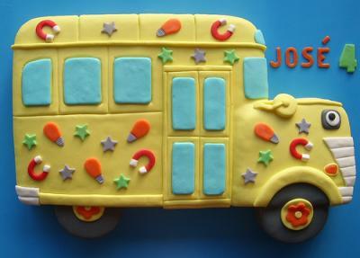 fondant school bus cake