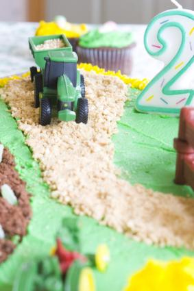 Awe Inspiring Tractor Birthday Cake Lovetoknow Funny Birthday Cards Online Fluifree Goldxyz