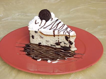Slice of Oreo cookie cake; © Mark Burch | Dreamstime.com