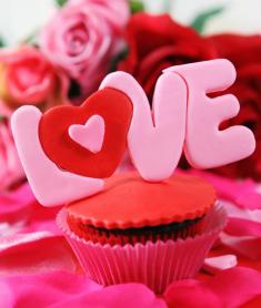 Love Valentine Cupcake