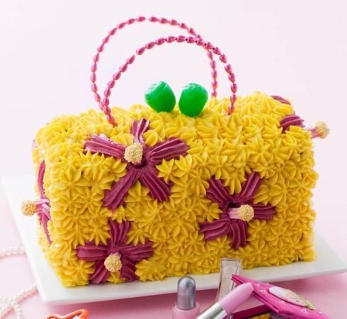 Handbag with buttercream flowers