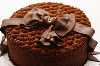 Chocolate Basketweave Bow Cake