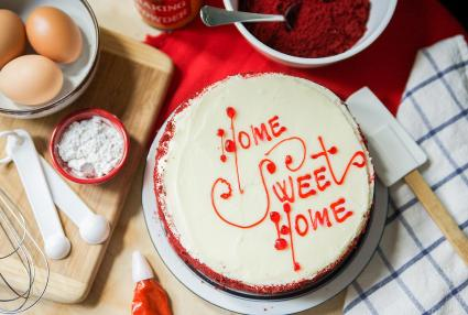 Home Sweet Home gel writing cake