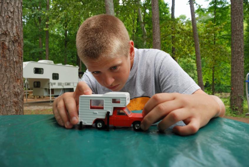 https://cf.ltkcdn.net/camping/images/slide/123108-847x567-camping_toys.jpg