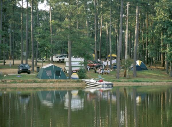 https://cf.ltkcdn.net/camping/images/slide/123174-600x443-Lake_Lincoln-%28600-x-443%29.jpg