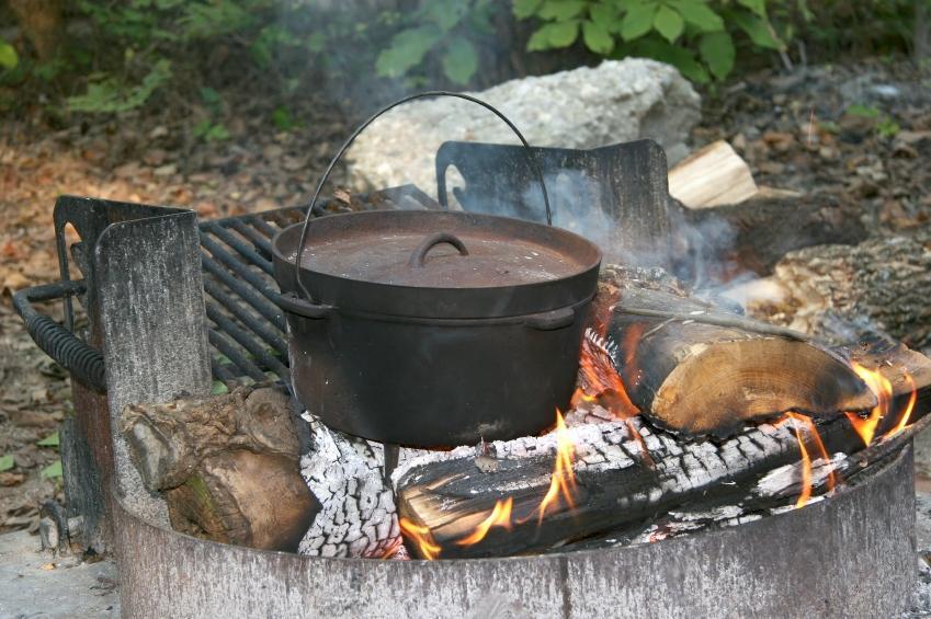 https://cf.ltkcdn.net/camping/images/slide/123254-849x565-camping_meal.JPG