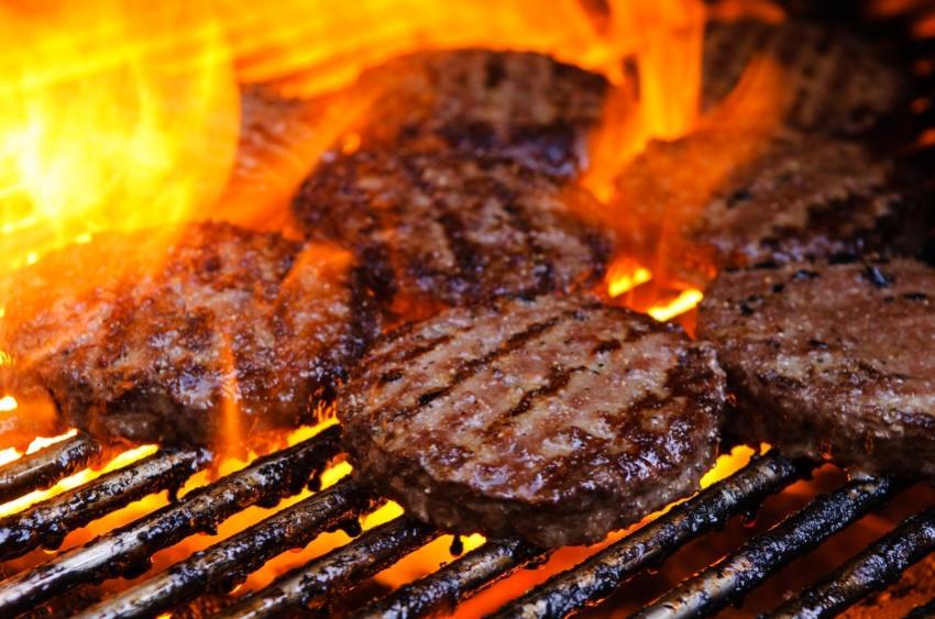 https://cf.ltkcdn.net/camping/images/slide/129607-850x563r1-grilling_burgers.JPG