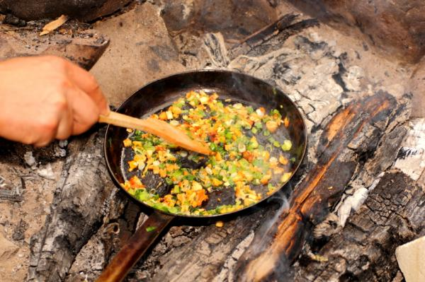 https://cf.ltkcdn.net/camping/images/slide/167245-600x399-omelette.jpg