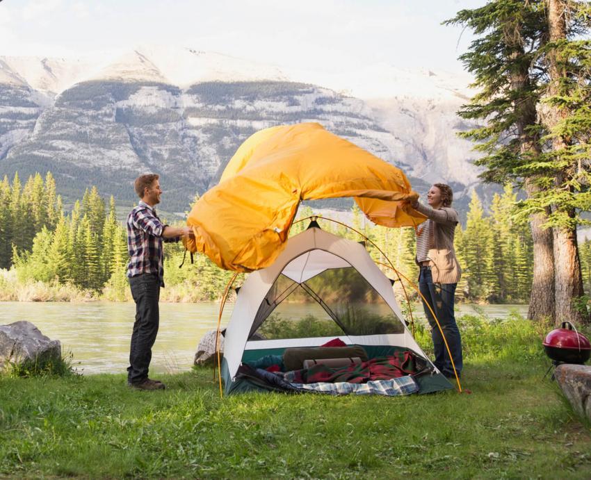https://cf.ltkcdn.net/camping/images/slide/251003-850x691-3-hiking-camping-tips-tricks.jpg