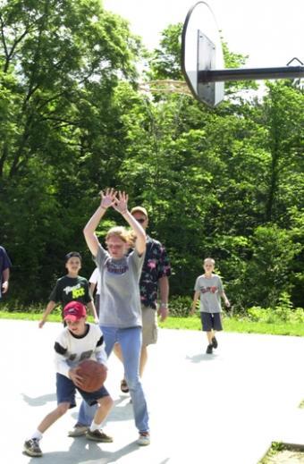https://cf.ltkcdn.net/camping/images/slide/123056-350x534-BasketyballatBarkcampStatePark.jpg
