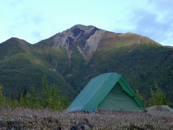 https://cf.ltkcdn.net/camping/images/slide/123130-800x600-a-frame-in-wilderness-istock.jpg
