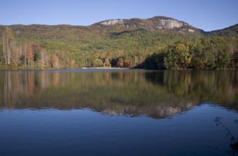 https://cf.ltkcdn.net/camping/images/slide/123171-600x393-Table_Rock_State_Park.jpg