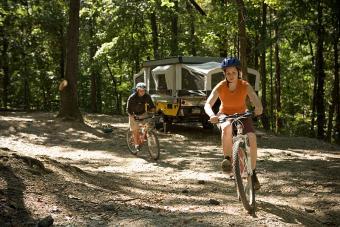 https://cf.ltkcdn.net/camping/images/slide/123191-800x533-pop_up_w_bikes.jpg
