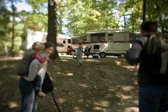 https://cf.ltkcdn.net/camping/images/slide/123195-800x533-pop_up_w_hikers.jpg