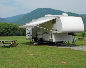 https://cf.ltkcdn.net/camping/images/slide/123210-775x619-mtn_camping.jpg