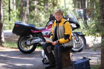 https://cf.ltkcdn.net/camping/images/slide/123227-849x565-motorcycle_camping.jpg