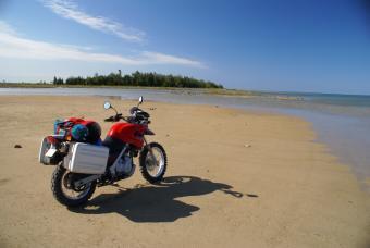 https://cf.ltkcdn.net/camping/images/slide/123229-847x567-motorcyle_on_beach.jpg