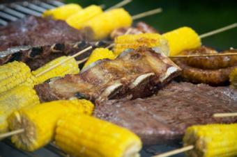 https://cf.ltkcdn.net/camping/images/slide/123267-849x565-grilled_meat_veggies.JPG