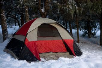 https://cf.ltkcdn.net/camping/images/slide/123303-849x565-tent_in_snow.JPG