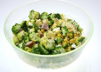 https://cf.ltkcdn.net/camping/images/slide/167309-819x586-broccoli-salad.jpg