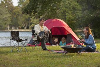 https://cf.ltkcdn.net/camping/images/slide/205778-850x570-family-camping-outdoors.jpg