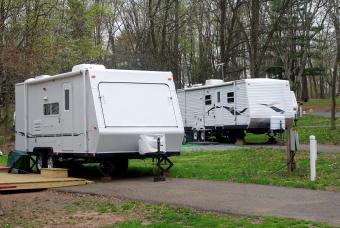 https://cf.ltkcdn.net/camping/images/slide/206475-850x569-RV-Camping.jpg
