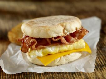 Egg, bacon and cheese breakfast sandwich