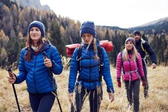 https://cf.ltkcdn.net/camping/images/slide/245757-850x567-group-of-friends-hiking.jpg