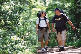 https://cf.ltkcdn.net/camping/images/slide/245760-850x567-hiking-in-cargo-shorts.jpg