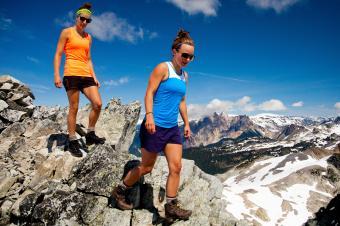 https://cf.ltkcdn.net/camping/images/slide/245764-850x566-women-wearing-tank-tops-hiking.jpg