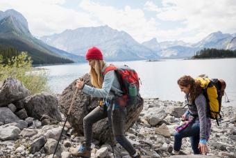 https://cf.ltkcdn.net/camping/images/slide/245765-850x567-layered-tops-for-hiking.jpg