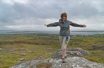 https://cf.ltkcdn.net/camping/images/slide/245769-850x563-woman-in-light-jacket.jpg