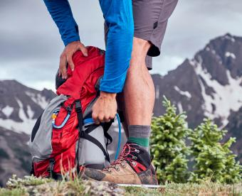 https://cf.ltkcdn.net/camping/images/slide/251002-850x691-4-hiking-camping-tips-tricks.jpg