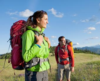 https://cf.ltkcdn.net/camping/images/slide/251005-850x691-1-hiking-camping-tips-tricks.jpg