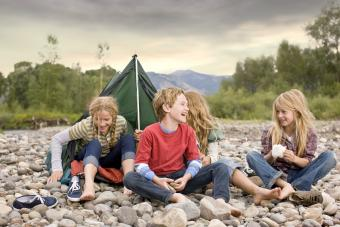 https://cf.ltkcdn.net/camping/images/slide/276105-850x567-kids-camping.jpg