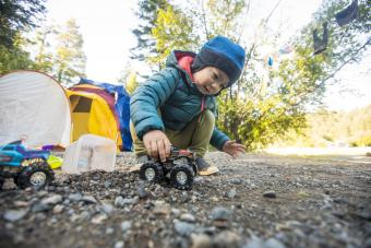 https://cf.ltkcdn.net/camping/images/slide/276110-850x567-kid-playing-with-car.jpg