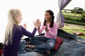 https://cf.ltkcdn.net/camping/images/slide/276116-850x565-hand-clapping-game.jpg