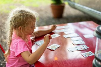 https://cf.ltkcdn.net/camping/images/slide/276123-850x567-girl-playing-cards.jpg