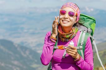 https://cf.ltkcdn.net/camping/images/slide/276141-850x566-backpacking-essentials-sunscreen.jpg