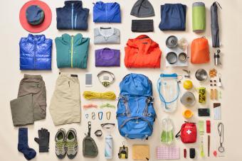 https://cf.ltkcdn.net/camping/images/slide/276149-850x566-backpacking-essentials-prepared.jpg