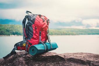 https://cf.ltkcdn.net/camping/images/slide/276150-850x566-backpacking-essentials-backpack.jpg
