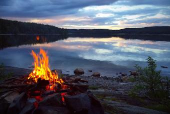 10 Blazing Tips for Starting a Campfire Safely and Simply