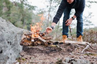 https://cf.ltkcdn.net/camping/images/slide/276214-850x567-adding-wood-to-the-fire.jpg