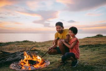 https://cf.ltkcdn.net/camping/images/slide/276247-850x567-fire-at-sunset.jpg