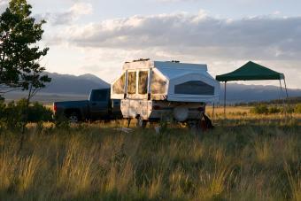 https://cf.ltkcdn.net/camping/images/slide/276409-850x566-pop-up-tent-camper.jpg